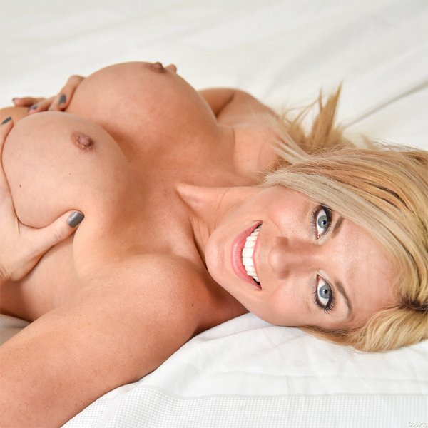 Hot Wife Parker Loves Her Sex Toys